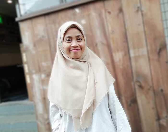 ハラールショップ117のムスリム女性スタッフ